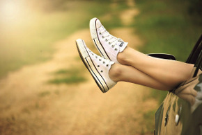 girl with white converse all star chuck taylors